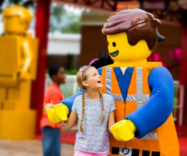 Legoland_Emmet_and_Girl_1600px
